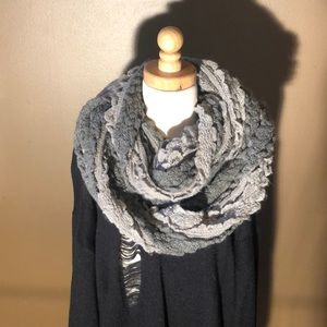 💗💗Infinity scarf with ruffles